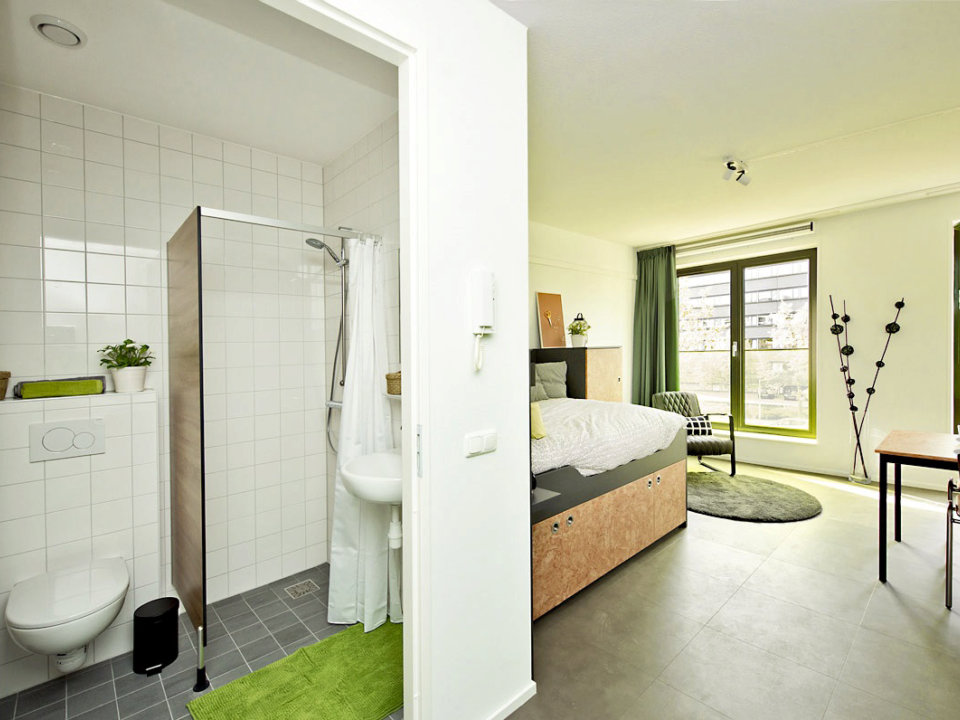 Maassluisstraat private room private facilities bathroom + studio