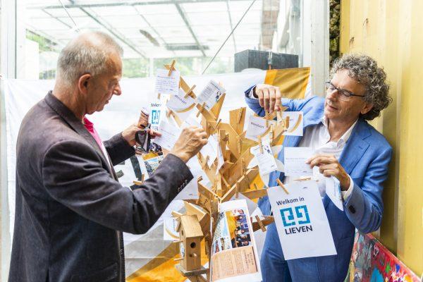 Nederland, Amsterdam, 17 July 2019. . Bewoners krijgen sleutel van nieuwe woningcomplex lieven. Foto: ©2019, Joke Schut / www.jokeschut.nl
